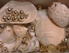 Aphrodite Aesthetic, Aquarius And Libra, Pisces, Pillars Of Eternity, Oui Oui, Greek Gods, Black Mirror, Greek Mythology, Cultured Pearls