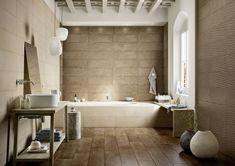 Rivestimenti bagni esempi, parete ruvida colore bianco, arredamento ...