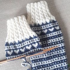 Knitting Socks, Mittens, Knitting Patterns, Winter Hats, Stitch, Crochet, Handmade, Diy, Inspiration
