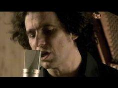 Sonolatino videos musicales y letras rock Andres Calamaro - Nostalgias http://www.sonolatino.com/andres-calamaro/nostalgias-video_e17ac693b.html