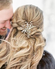 Dainty (but darling) details. (link in bio to shop the Verbena Hair Pin | : @sweetlifephoto.jake + @ckennedybeauty)