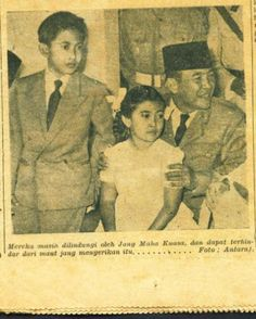 Koleksi Tempo Doeloe: Koran kuno terbitan 8 Desember th.1957, yang merupakan edisi khusus percobaan pembunuhan terhadap Kepala Negara R.I. Presiden Soekarno.