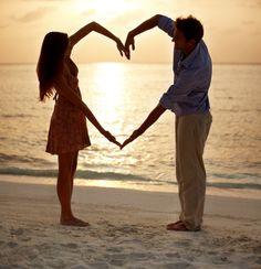 Creativas ideas para una fotografía de pareja en la playa. #FotografiaDeBodas
