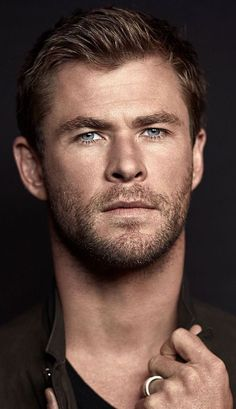 Chris Hemsworth No. What I'm saying is if I'm dying of cancer let's … Chris Hemsworth No. Liam Hemsworth, Hemsworth Brothers, Age Of Ultron, Celebrity Dads, Celebrity Crush, Celebrity Style, Gorgeous Men, Beautiful People, Die Rächer