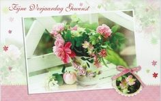 Fijne verjaardag gewenst- bloemenkaart Floral Wreath, Wreaths, Table Decorations, Home Decor, Paper Board, Floral Crown, Decoration Home, Door Wreaths, Room Decor