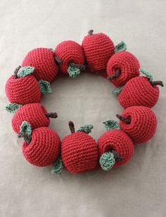 Apple Wreath, free crochet pattern on Yarnspirations