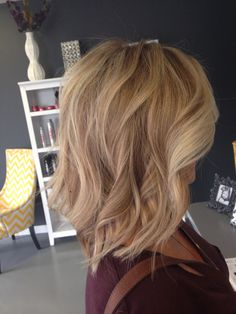 Mixture of neutral and beige blonde in highlights and lowlites.  By Carrie @lm_salon