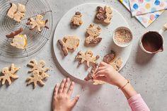 Tierspitzbuben mit Schokolade - Rezepte | little FOOBY Gingerbread Cookies, Sugar, Desserts, Food, Whole Wheat Flour, Kid Recipes, Play Dough, Postres, Eten