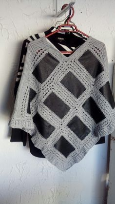 Poncho Shawl, Crochet Shawl, Annie, Squares, Art, Fashion, Cardigan Sweater Outfit, Crochet Smock Tops, Nightgown Pattern