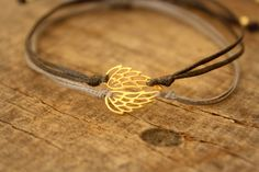 Angel wing bracelet,Gold wing bracelet, Angel wing charm bracelet, Angel Bracelet, Memory wing bracelet, Best friend gift, Delicate jewelry by Amoreecolore on Etsy