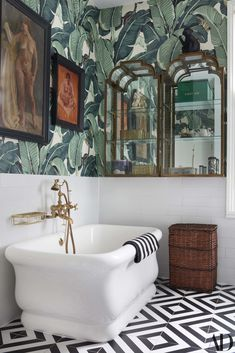 The famous Beverly Hills Hotel's Martinque wallpaper hangs over Faith's bathtub, a gift from Soho House founder Nick Jones from when Faith cut her maternity leave short to perform at a Soho House opening event for her friend. Tropical Bathroom Decor, Eclectic Bathroom, Bathroom Interior Design, Art Deco Bathroom, Bathroom Mirrors, Bathroom Designs, Interior Design Wallpaper, Wall Paper Bathroom, Jungle Bathroom