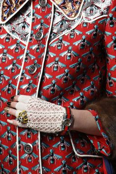 Crocheted mitt. Gucci. #details