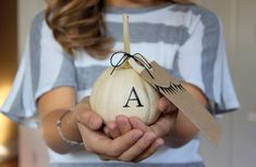 Handmade Halloween pumpkin party invitations idea | Dandee Designs