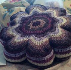 Ravelry: 8 Petal Flower Pillow pattern by Marcella Repetto Crochet Pouf, Crochet Cushions, Crochet Pillow, Knit Or Crochet, Crochet Hooks, Flower Pillow, Crochet Squares, Crochet Flowers, Fabric Crafts
