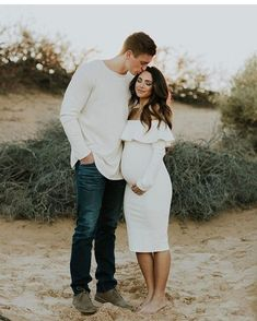 100 Romantic Pregnancy Photos Ideas for Couples - RONTSEN - Maternity shoot - Maternity Photography Poses, Maternity Poses, Maternity Pictures, Maternity Clothing, Pregnancy Photography, Couple Pregnancy Pictures, Couple Pictures, Family Maternity Photos, Couple Photography