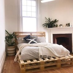 Sylvester Stallone's Life Story - bed ideas - Wonderful double layer wooden p.Sylvester Stallone's Life Story - bed ideas - Wonderful double layer wooden pallet bed projects Diy Pallet Bed, Wooden Pallet Projects, Wooden Pallet Furniture, Pallet Ideas, Wood Pallets, Rustic Furniture, Bed With Pallets, Pallet Patio, Wooden Bed Frame Diy