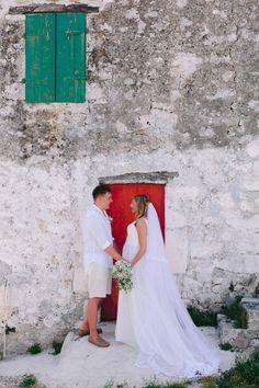 Red for passion, green for good luck. Photography Services, Wedding Season, Athens, Weddingideas, Got Married, Greece, Destination Wedding, Wedding Photos, Groom