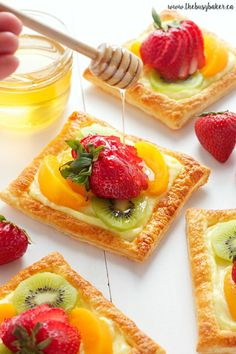 Custard fruit tarts like these Honey Glazed Fruit Tarts with Vanilla Bean Custard Filling are a delicious sweet treat with a sweet honey glaze! Easy Easter Desserts, Mini Desserts, Easter Recipes, Just Desserts, Blue Desserts, Gourmet Desserts, Thanksgiving Recipes, Puff Pastry Recipes, Tart Recipes