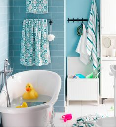 Child's bathroom with a mini bathtub - Ikea DIY - The best IKEA hacks all in one place Ikea Bathroom, Family Bathroom, Bathroom Kids, Bathroom Colors, Small Bathroom, Kitchen Ikea, Ikea Kitchens, Ikea 2015, Ikea Catalogue 2015