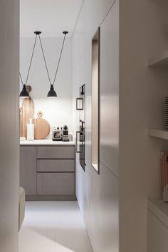 Белоснежная парижская квартира с оранжевыми и желтыми деталями   Пуфик - блог о дизайне интерьера