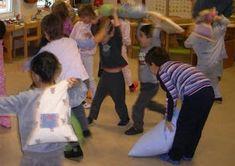 Eine Pyjamaparty macht den Kindern großen Spaß, nicht nur im Fasching. Die Kinder kommen natürlich im Pyjama, und bringen einen P...