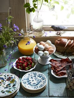 John Derian's Home Tour Will Inspire You to Entertain Au Naturel fall brunch ideas, courtesy of John Derian Elsie De Wolfe, Cozy Aesthetic, Aesthetic Food, Witch Aesthetic, Deco Champetre, Cottage In The Woods, Cottage Style, Think Food, Farm Life