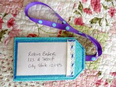 Luggage tags with the lanyard & key fop pocket thing this would work for the id badge (and for the kids lunch money too) Craft Tutorials, Sewing Tutorials, Tutorial Sewing, Sewing Hacks, Sewing Crafts, Sewing Projects, Travel Crafts, Quilted Gifts, Craft Day