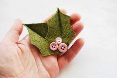 Cute DIY Holly Leaves Brooch