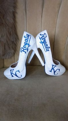 Custom made fan art heels. KC royals heels. Glitter by GandGLab