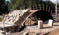 Restauración de antiguo puente utilizando los sillares originales