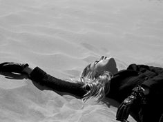 Beach Vixen | Cato Van Ee | Philip Riches #photography | Marie Claire Netherlands September 2012