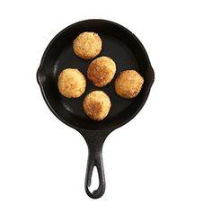 大豆のファラフェル ゆで大豆  …1カップ ニンニク  …1/2切れ 玉ねぎ  …1/4個 クミンパウダー  …少々 塩  …少々 小麦粉、パン粉、揚げ油  …適量 ソース  …お好みで 作り方