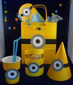 Suite à une demande, je me suis penchée, une fois n'est pas coutume, sur le thème des anniversaires, d'enfants principalement... J'ai développé quelques thèmes, voici le premier : les sympathiques Minions ! Le principe est la 'Party Box' (ou ici 'Party...