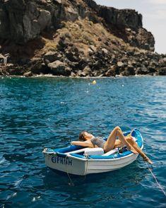 Rock Jumping, Santorini - The Londoner Santorini, European Summer, Italian Summer, Summer Aesthetic, Travel Aesthetic, Summer Feeling, Summer Vibes, Summer Things, Attractions New York