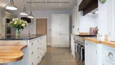 Our Ashton Grey Flag Limestone flooring in this smart, light kitchen… Flagstone Flooring, Limestone Flooring, Natural Stone Flooring, Stone Kitchen Floor, Kitchen Flooring, Grey Shaker Kitchen, Engineered Oak Flooring, Industrial Style Lighting, Kitchen Tops