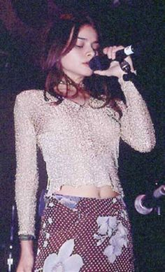 Mazzy Star (Hope Sandoval) love love love this girl! Hope Sandoval, Pretty People, Beautiful People, Mazzy Star, Patti Smith, 90s Fashion, Style Icons, Cool Girl, Style Me
