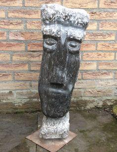 Waar zijn beelden in steen door de vrouwelijke vormen veelal zachtheid laten zien, stralen zijn metalen sculpturen juist veel kracht uit. http://art-en-france.nl/ceesdejongh.html