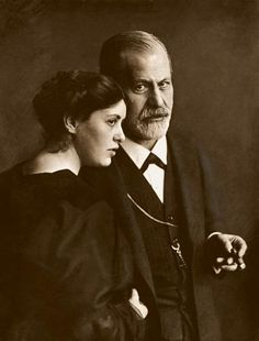 Sigmund Freud & wife Martha - I have never seen a picture of her til now. What a lovely woman!