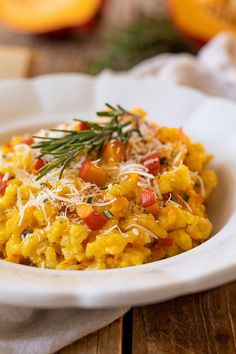 Pumpkin Risotto with Parmesan and Rosemary Recipe – Delicious Pumpkin Risotto refined with Parmesan and Rosemary, a feast for the palate. // pumpkin risotto recipe – creamy pumpkin risotto with parmesan and rosemary. Clean Eating Breakfast, Clean Eating Meal Plan, Clean Eating Recipes, Clean Eating Snacks, Breakfast Pancakes, Pumpkin Recipes, Beef Recipes, Healthy Recipes, Pumpkin Pumpkin