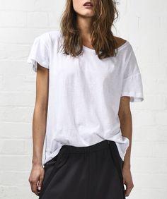 25 Secrets To Minimalist Fashion Summer Casual Minimal Chic Simple 64 Estilo Casual Chic, Casual Chic Style, Look Chic, Style Me, Minimalist Fashion Summer, Minimal Fashion, Trendy Fashion, Fashion Looks, White Fashion