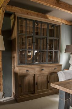Discover recipes, home ideas, style inspiration and other ideas to try. Country Interior, Home Interior, Interior Design, Dining Room Corner, Dining Room Walls, Painted Furniture, Home Furniture, Plywood Furniture, Deco Buffet