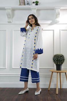 Simple Pakistani Dresses, Pakistani Fashion Casual, Pakistani Dress Design, Stylish Dress Designs, Stylish Dresses For Girls, Girls Dresses Sewing, Kurta Designs Women, Kurti Neck Designs, Sleeves Designs For Dresses