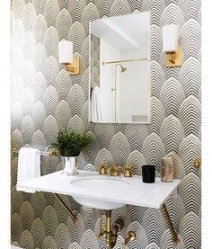 Crushing on this wallpaper paired with the brass faucet. It's so glamorous. What do you think! Pic by @carlyledesigns