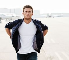 Star of The Longest Ride, Scott Eastwood connects with People magazine to talk about all his shirtless photos. Scott Eastwood, Mens Fitness Magazine, The Longest Ride, Fitness Photos, Raining Men, People Magazine, Hollywood Actor, Gorgeous Men, Celebrity Crush