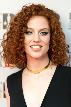 Curly hairstyles are one of the fashionable hairstyles. Curly hairstyles with both voluminous and beautiful appearance are among the indispensable hairstyles of most people. Here are the different curly hairstyles you will get inspired by. Curly Hair Styles Easy, Curly Hair Types, Short Hair Styles, Natural Hair Styles, Curled Hairstyles, Diy Hairstyles, Pretty Hairstyles, Hairstyle Ideas, Half Updo
