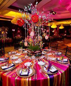 Temática de dulces y cintas para centro de mesa. #FiestasDe15