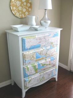 DIY College Apartment Ideas: Bed-Table with maps! DIY College Apartment Ideas: Bed-Table with maps! Decoupage Dresser, Bed Table, Interior, Painted Furniture, Furniture Makeover Diy, Home Decor, Apartment Decor, College Diy, College Apartment Diy