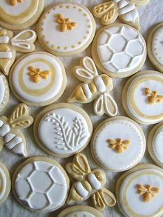 """Having a bee theme baby shower? Check out these """"sweet as can bee"""" ideas for your party! Bee themed invitations, cupcakes, welcome signs and more! Bee Cookies, Cookies Et Biscuits, Sugar Cookies, Flower Cookies, Heart Cookies, Honey Cookies, Shortbread Cookies, Bee Party, Bee Theme"""
