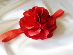 Flor de cetim medindo 10 cm de diâmetro!