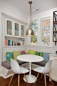 kleine küche mit moderner sitzecke und Esstisch rund